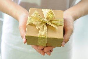 Что подарить женщине согласно ее знаку зодиака
