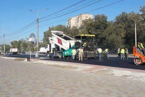 В Запорожье турецкая фирма заканчивает ремонт дороги на Набережной