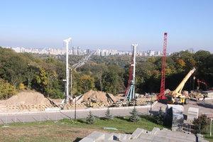 Возле парка Славы в Киеве под землей строят музей