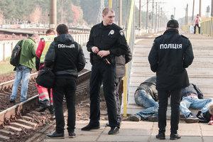 Пьяная компания в Киеве отдыхала на рельсах: поезд насмерть сбил мужчину