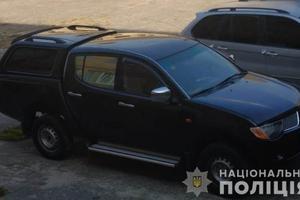 На трассе Киев-Одесса мужчину раздели и выбросили из автомобиля