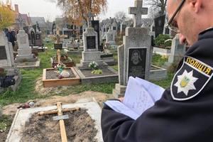 На кладбище во Львовской области нашли тело новорожденной девочки