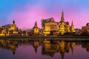 Туристам в Таиланде грозит 10 лет тюрьмы за граффити