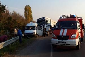 В Черкасской области маршрутка с детьми столкнулась с грузовиком - двое пострадавших