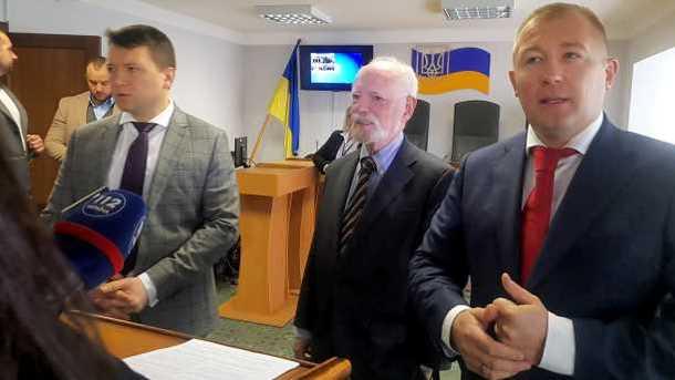 Юрист : Янукович подтвердил желание выступить сречью вОболонском суде