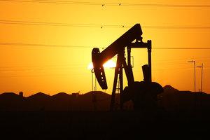 Цены на нефть растут, но остаются ниже психологического рубежа