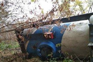 В Сумской области грузовик с дизтопливом слетел в кювет и перевернулся