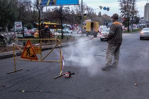 На Голосеевском проспекте провалился асфальт: прорвало теплосеть
