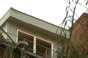 """В Полтаве на крыше многоэтажки появились нелегальные """"скворечники"""""""
