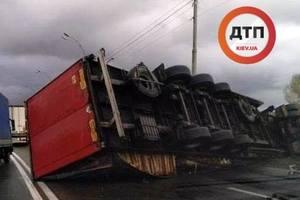 В Киеве произошло два ДТП с переворачиванием