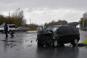 В Хмельницкой области столкнулись грузовик и легковушка: пострадали пятеро мужчин