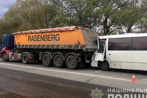 В Полтавской области столкнулись грузовик и маршрутка: пять человек попали в больницу