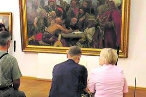 Аудиогид в музее и либретто на экране: в Харькове люди с проблемами зрения и слуха могут посещать театры и музеи