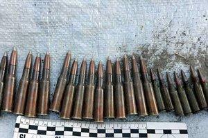 Под Харьковом копы подбросили рыбаку боеприпасы: опубликовано видео