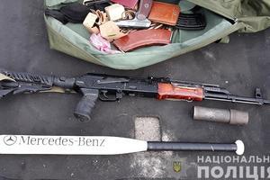 В Мелитополе копы обнаружили арсенал оружия, тысячи боеприпасов и миллионы гривен