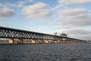 В Днепре ограничили движение по мосту из-за сообщения о заминировании