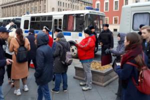 В России задержаны десятки участников акций в поддержку политзаключенных