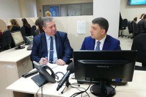 Гройсман в колл-центре ответил на вопросы украинцев: опубликовано видео