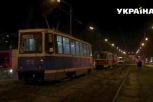 В Днепре трамвай сбил женщину с ребенком