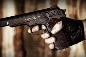 В России пьяный полицейский  на спор выстрелил себе в голову