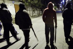 Под Киевом банда подростков грабила людей, угоняла авто и убила бездомного