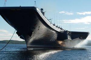 """Поиски механика, пропавшего при затоплении дока крейсера """"Адмирал Кузнецов"""", приостановлены"""
