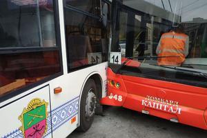 В Запорожье не разминулись автобус и троллейбус