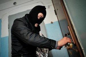 В Харькове у женщины из квартиры украли 400 тысяч грн и драгоценности