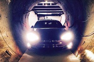 Маск на скорости прокатился в тоннеле Hyperloop под Лос-Анджелесом: опубликовано видео