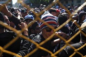 Австрия предупредила Евросоюз об угрозе прорыва 20 тысяч вооруженных мигрантов