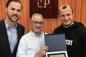 Почет и слава: Зозуля в Испании получил приз лучшему игроку сезона