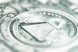 Доллар в Украине стал дешевле, а евро подорожал