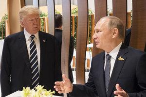 """Песков сообщил, что Трамп и Путин побеседуют """"на ногах"""" в Париже"""