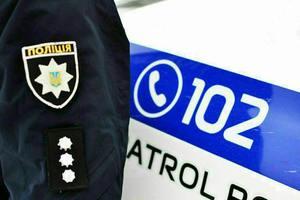 В Запорожье средь бела дня на улице ограбили женщину