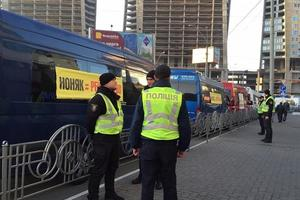 Киев стоит в заторах, в центре города усилили охрану