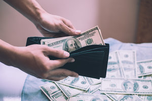 "В Украине ""просела"" цена на доллар"