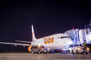 Новая авария Lion Air: Boeing с 150 людьми на борту врезался в столб