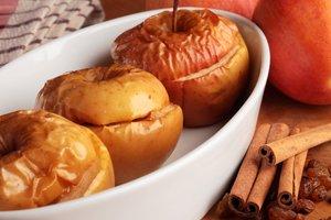 Как приготовить печеные яблоки: четыре рецепта осеннего десерта