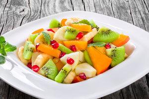 Вкусно и полезно: как приготовить витаминный салат из сезонных фруктов