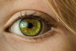Спасти зрение одной операцией: все риски лазерной коррекции