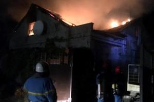 В Днепропетровской области в жилом доме вспыхнул масштабный пожар: пострадал мужчина