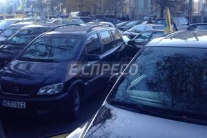 """""""Евробляхеры"""" ночевали под Радой, начался второй день акции протеста"""