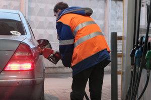 В Украине дешевеет бензин: заправки снова снизили цены