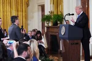 Разозлившему Трампа журналисту запретили появляться в Белом доме