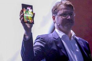 Samsung представила смартфон будущего со складываемым экраном