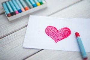 Психолог дал необычное объяснение любви