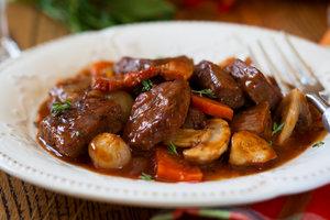 Лучшие рецепты: как приготовить говядину по-бургундски