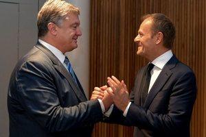 Порошенко поблагодарил Туска за слова о Путине и пригласил в Украину