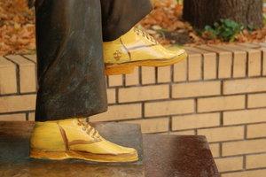 Необычная акция: туристов приучают тереть ботинки, а не нос Булгакова