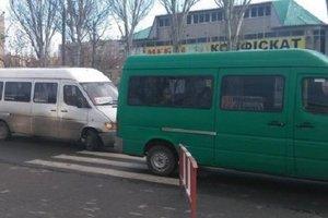 В Мелитополе водитель маршрутки обматерил пассажира и швырнул в него деньги